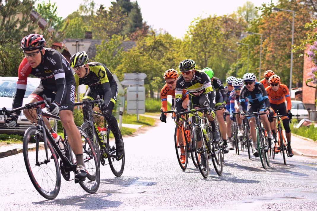 Radrennen Fahrer im Pulk